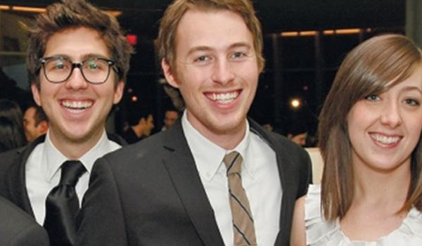 שני יהודים מצחיקים נכנסים לאינטרנט… וכובשים אותו/ עידו קינן